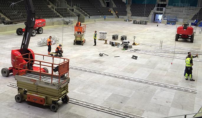 Ikke helt vanlig mandag i DNB Arena denne uken. I likhet med resten av Forum-området gjøres vår stortue klar til ONS 2016. (foto: Kjetil Garvik)