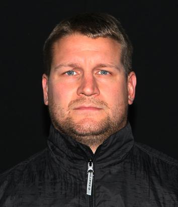 Hällfors har fått permisjon fra jobben i Vaasa for å komme tilbake til Oilers. Han har fullført den høyeste trenerutdannelsen i Finland.